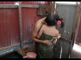 A wonderful feeling sex during taking bath with girlfriend