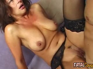 Cougar in Stockings Enjoys Fat Dig up