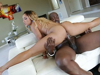 Versatile whore Teanna Trump does splits coupled with rides dig up